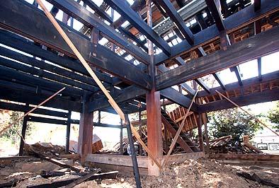 一階の天井梁(二階の床梁)は20坪全てに2尺ピッチの繁梁が架けられている