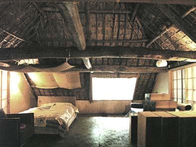二階の寝室(小屋裏部屋)