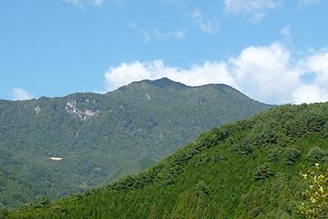 乾徳山 (標高2020メートル)