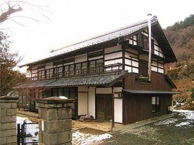 有賀邸の東面壁の改修が完成しました