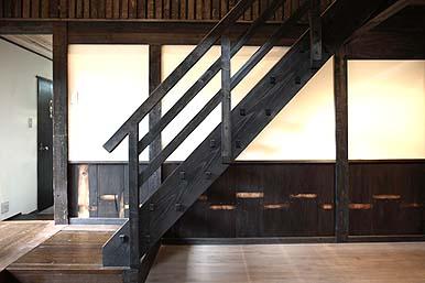 2階へ通ずる美しい階段