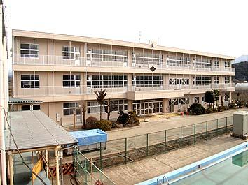 完成した校舎正面外観