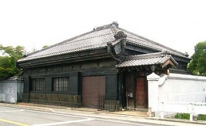 石川家住宅外観、蔵造りの外観が美しい