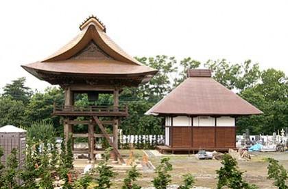 茅葺き屋根を銅版で復元した美しい屋根形