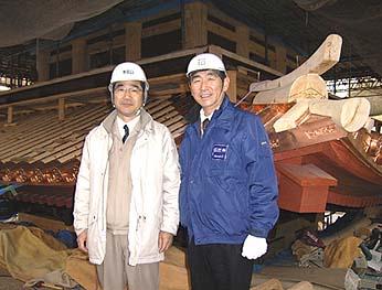 久遠寺庶務部の佐々木博司様(向かって左、社長の石川と共に)にご案内いただきました、ありがとうございました