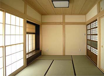 座敷、付け書院や大阪障子には古材をリユース