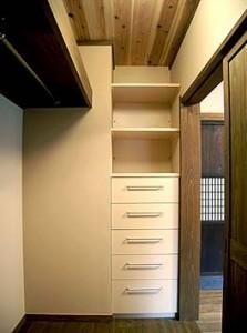 寝室にクローゼット収納を計画