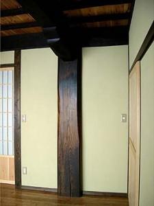 大黒柱、室内はすべて真壁で木材が呼吸している