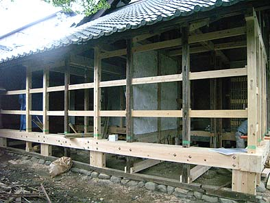 北面耐力壁(貫構造土壁)施工状況(貫、はさみ貫、足固めなど)