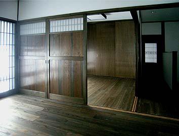 二階、間仕切り建具によって仕切られる将来の子供部屋