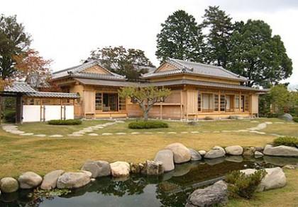 庭が完成し美しい復元新築棟「清山荘」