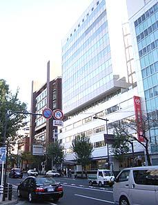 中央本線市ヶ谷駅前にある山脇美術専門学院
