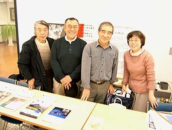 日本民家協会の美術展担当スタッフ、右から安井さん、鈴木さん、小俣さん、森田さん、みんな民家が大好きな皆様です