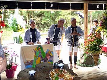 「箱根八里は馬でも越すが、越すに越されぬ大井川」箱根道中唄保存会の皆様による唄の披露がありました