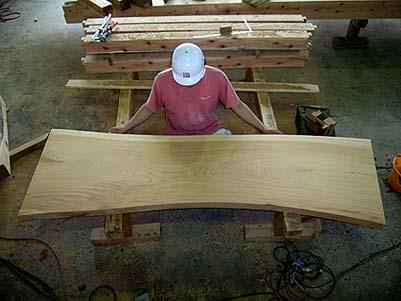 当社の古材部で用意した板は幅53センチ、長さ210センチ、厚さ6センチのケヤキ材です。