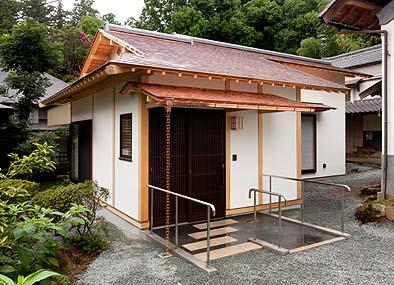 恵林寺の奥庭に建つ東堂の玄関先
