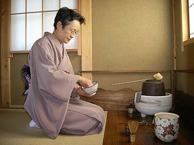 前島芳美先生に茶室ひらきを計らっていただきました