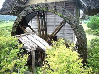 水輪の修理前の様子