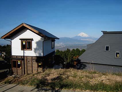 標高600m超えの景勝地、西北には富士山を望む