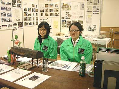 スタッフ紹介 右から工学院大学の上野さん、同じく植田さん
