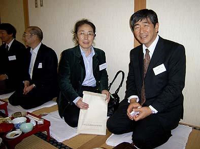 懇親会で伊藤平左エ門建築事務所の井上社長と弊社社長の石川(右)