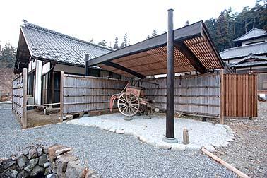 完成した展示場 伝匠舎らしい古材も使用した木造の展示場です