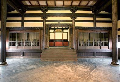 修復が完了した開山堂の内部