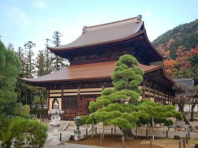 修復が完了した仏殿・開山堂
