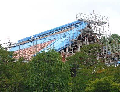 工事中の御本堂屋根