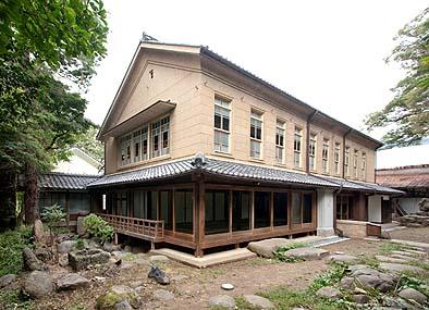 保存修理工事が完了した宮光園主屋の南西面外観