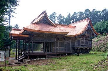 竣工 東南面外観 権現造りの社殿の様式をもつ
