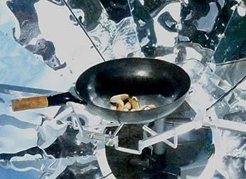 山梨の有機農法で作られたソーセージがおいしそうに焼けました。