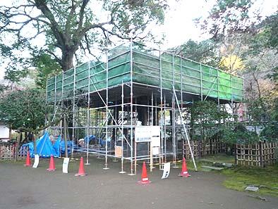 作業の安全にも十分配慮した堅牢な仮設足場