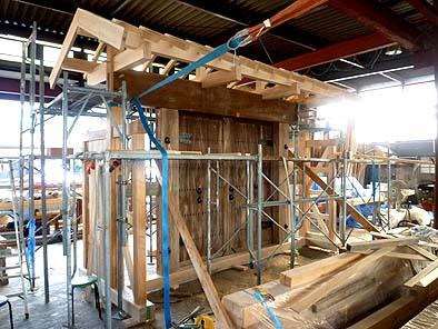 不足の部分に新材を加えて復元、作業場で仮組しました