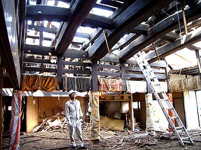 2007年6月4日、富山県魚津市にあった古民家を解体、当社の藤木倉庫にストックしました