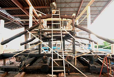 2010年4月30日、当社の作業場で梁と小屋を仮組しました