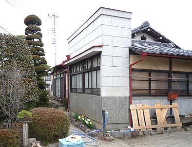 工事着工前の既存外観 南東面を見る 昭和中頃の職人芸を見せる洒落(シャレ)た建物でした。
