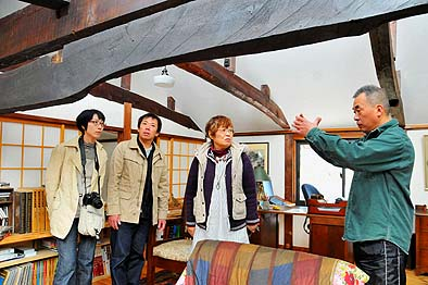 現地再生のすばらしい古民家をお訪ねしました、オーナーの松前さんは良き古民家の理解者です、熱く古民家の保存活用を語っていただきました