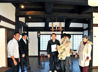 次に、移築再生民家の武井邸を拝見。オーナーの武井さんも古いものをとても大切にしている方です。楽しい時間をありがとうございました