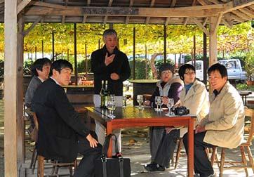 勝沼のハラモワインにも素晴らしい現地再生の古民家があります、最近国際コンクールなどで受賞するワインを度々作っている古屋さんに、ワイン作りと古民家の文化的なお話をいただきました。