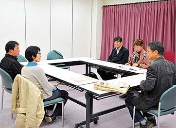 夕食後、日本民家再生協会の佐藤代表理事に古民家にまつわる様々な興味深いお話をいただきました